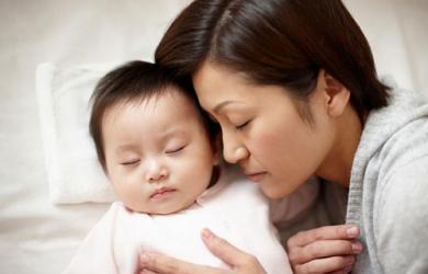 Những lý do khiến cha mẹ tuyệt đối không để trẻ ngủ với ông bà cách chăm sóc trẻ đúng cách
